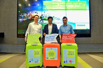 (L-R) Steven Chong, Maxis' Head of Roaming, Dushyan Vaithiyanathan, Maxis' Head of Consumer Business, and Arjun Varma, Maxis' Head of Postpaid, officially introducing MaxisONE World at the launch event at Menara Maxis.