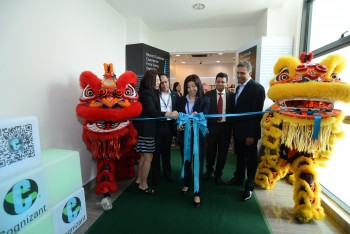 Dato Ng Wan Peng, Chief Operating Officer of MDEC officiates the opening of Cognizant's delivery centre in Cyberjaya, Malaysia alongside Cognizant senior executives
