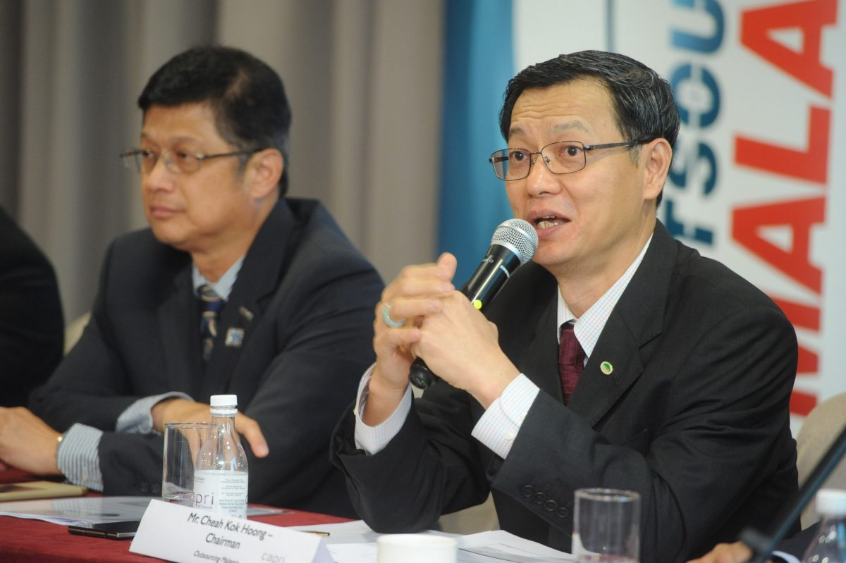 Left to Right: PIKOM Chairman Chin Chee Seong and Outsourcing Malaysia Chairman Cheah Kok Hoong speaking to media at the GEMS-SSO 2016 Graduation ceremony