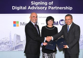 K. Raman, and (right) Dato' Izzaddin Idris,  exchanging Memorandum of Understanding for cloud-based digital initiatives, witnessed by Dato' Yasmin Mahmood, Chief Executive Officer of Malaysia Digital Economy Corporation Sdn Bhd (MDEC) at Kuala Lumpur on March 14, 2017.