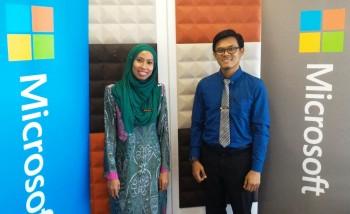 From L to R: 2016 MIE Experts Nur Riza Alias, SMK Tanjung Datuk, Johor, and Azizul Othman, MRSM Johor Bahru, Johor.