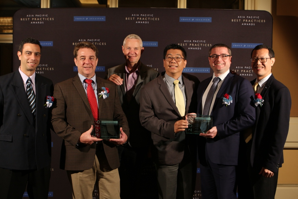 Emerson Network Power Asia Pacific executives receive the Frost & Sullivan Excellence Leadership Awards held at The Conrad Singapore on October 13. From left to right: Gary Niederpruem, VP, Marketing; Paul Churchill, VP, Southeast Asia Sales; Robert Linsdell, Managing Director, ANZ; Daniel Sim, Director, Channel Business; Tony Gaunt, Senior Director, Cloud & Colocation & BFSI; and Chee Hoe Ling, VP, Products & Solutions & Marketing, Asia.