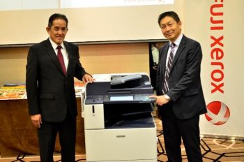 From Left to Right) Mr. Johnny Loy, Senior General Manager, Sales at Fuji Xerox Asia Pacific Pte Ltd (Malaysia Operations) and Mr. Toru Nakazaki, General Manager, Marketing at Fuji Xerox Asia Pacific Pte Ltd (Malaysia Operations) unveiling the brand new line of Color Multifunction Devices, ApeosPort –VI / DocuCentre-VI C7771 Series integrated with the Smart Work Gateway Concept.