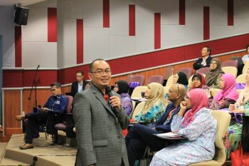 Dr. Ariffin Marzuki, medical lecturer at Universiti Sains Malaysia delivered his insights in a light-hearted way