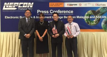 (L-R): Mr. Duangdej Yuaikwarmdee, Deputy Managing Director and Chief Sales Officer, Reed Tradex Company, on behalf of Miss Patcha Wutipan, Commercial Minister Counsellor of the Royal Thai Embassy, Miss Weeraya Lambensa, Business Consultant, Office of Commercial Affairs, Royal Thai Embassy, Dr. Sampan Silampanad, President of Electronic and Computer Employers Association & Vice President of Western Digital (Thailand) and Mr. Teoh Tuan Ka, representative from Federation of Malaysian Manufacturers (FMM) Director of IME Technology Sdn. Bhd.